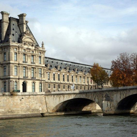 Vista del Pont Royal- Louvre Foto: ©depositphotos/offscreen