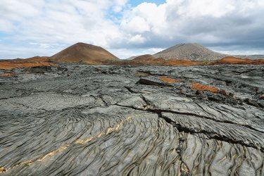 Paisaje volcánico en la isla de Santiago , Galápagos, Ecuador