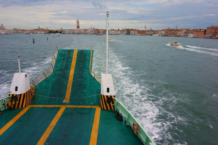 Vista de Venecia desde el Ferry al Lido.