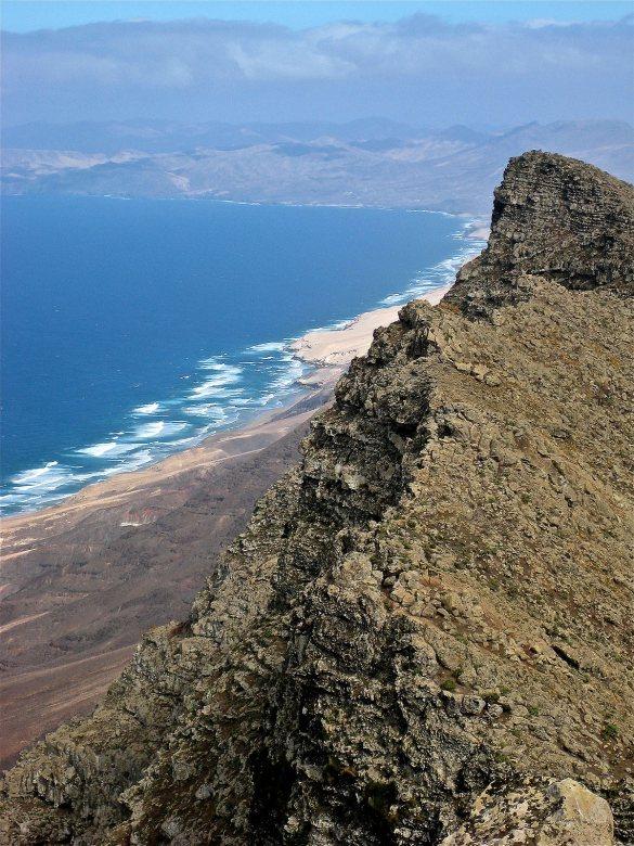Ina Widegren Vista de la playa de Cofete desde el Pico del la Zarza CC BY 2.0 SA