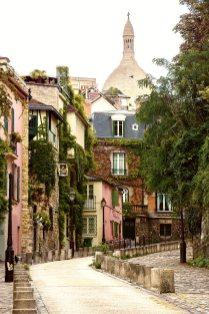 Una calle en Montmartre, París