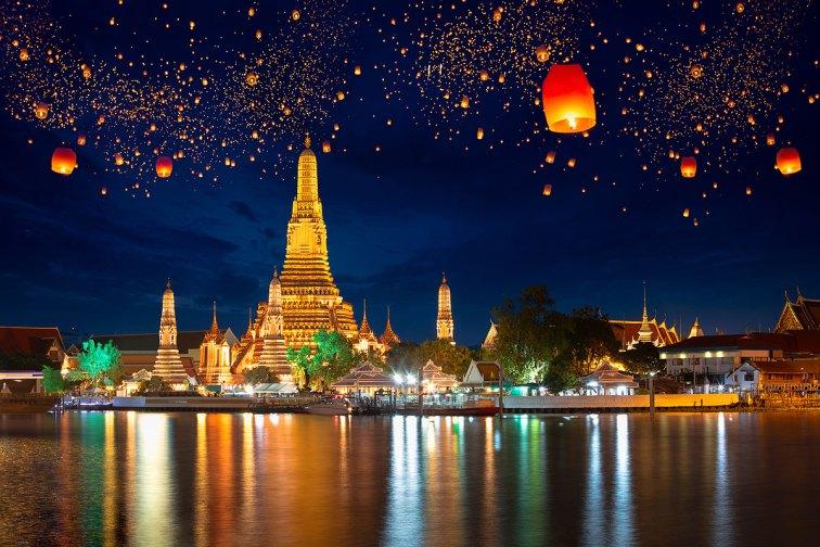 Wat arun y las lanternas volantes de la fiesta de Loy Krathong