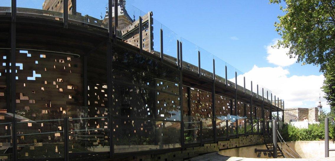 Restos de la Muralla Siglo 11 por Pablo, (CC BY-SA 2.0)