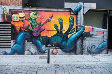 Guitarras espaciales - Barrio de MalasañaR2hox - CC BY SA 2.0. Imagen original - Ningún cambio.