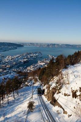 El funicular Fløibanen en invierno