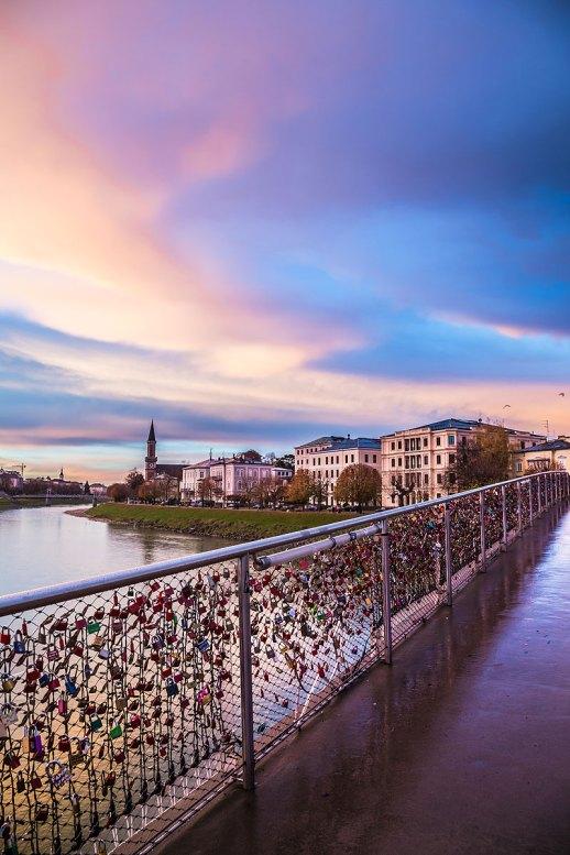 El puente de Makartsteg y Río Salzach, Salzburgo, Austria