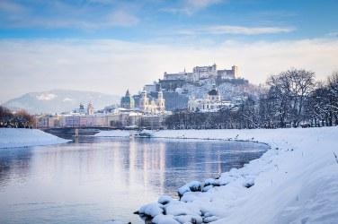 Vista del Castillo de Hohensalzburg y Rio Salzach, Salzburgo.