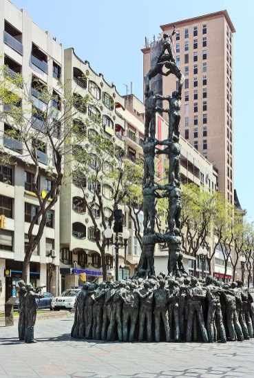 Monumento a los Castellers del artista catalán Francesc Angles i Garcia. Tarragona
