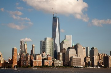 El skyline de Manhattan con la figura jerárquica del One World Trade Center