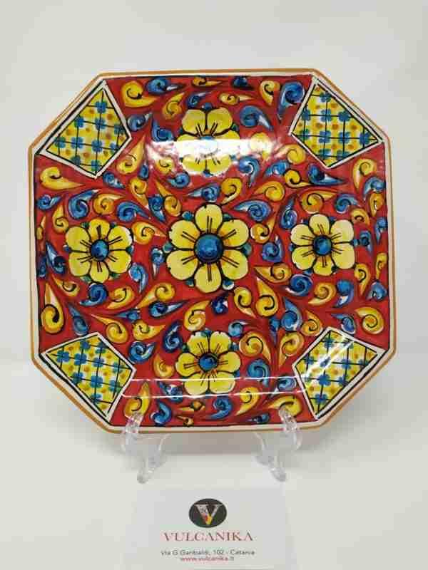 Piatto in ceramica di Caltagirone dipinto a mano