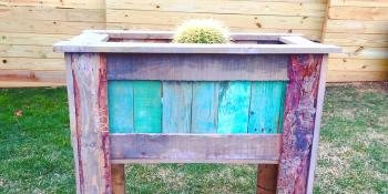 How to make a tall planter box from wood pallets….