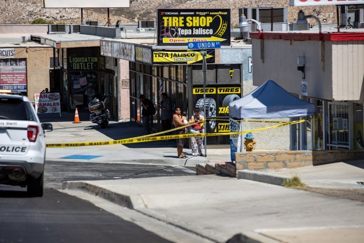 People watching police as they investigate after a man was stabbed in the face. (Gabriel D. Espinoza, Victor Valley News)