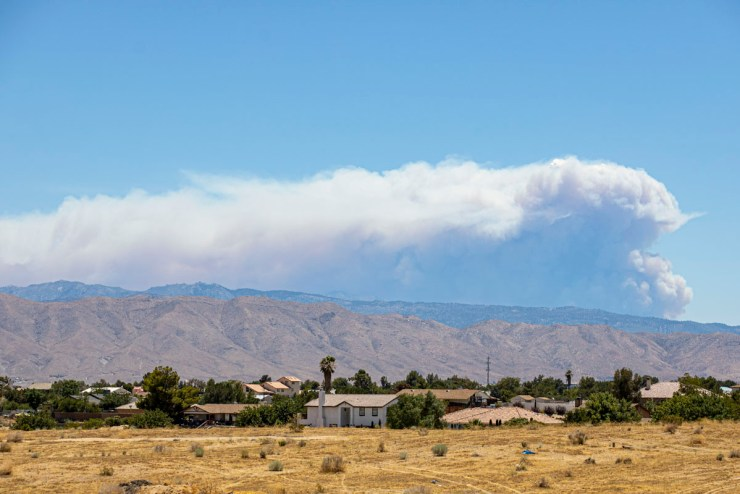Apple Fire seen from Victorville