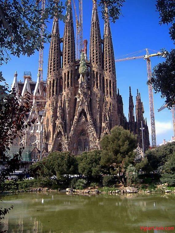 Most Wonderful Church in Barcelona  Amazing Extreme Odd