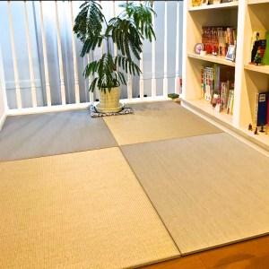 本棚の前に畳を敷いて読書スペース。趣味の空間作り