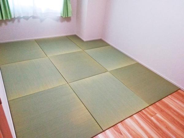 天然イ草の置き畳が敷いてある洋室