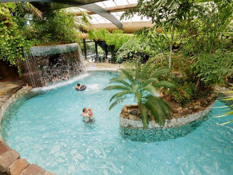 Zwembad Met Glijbanen In Limburg