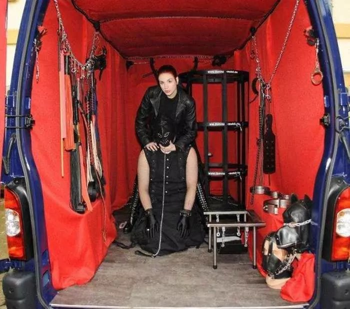 Funny Domina Mobil Car For Entertainment Lovers-04