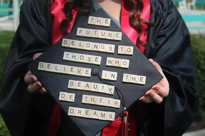 30 Funniest Graduation Caps That Absolutely Nailed It -04