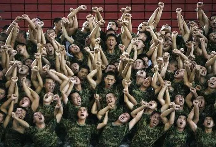 Crazy And Funny Soldiers From China - 12 Photos -07