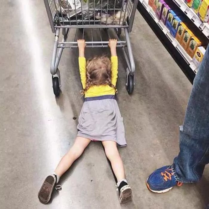 25 Meanwhile Kids At Shopping Mall Pictures Will Make You LOL -03