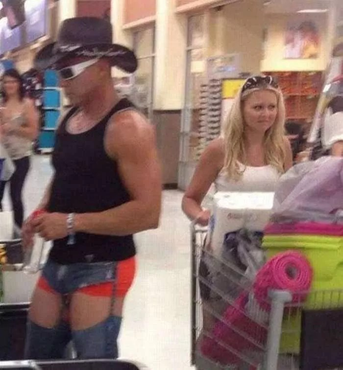40 Hilarious People of Walmart That are on Another Level -05