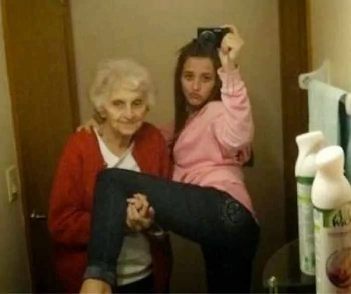 25 Ridiculous Selfies Gone Wrong - The Worst Selfies Ever-06