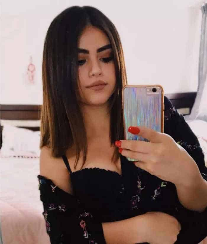 Selena Gomez and Her Doppelgänger Look Like Twins Seriously -03