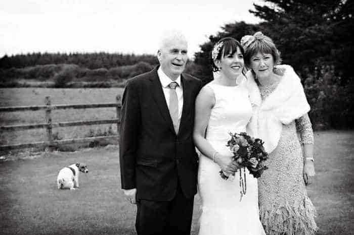 42 Hilarious Pictures of Unexpected Wedding Photobombs Will Make You LOL -10