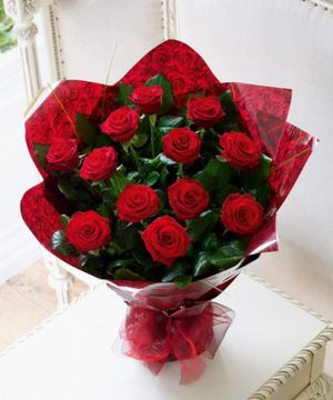 Giftbasket,Gift,red roses,roses,basket,onlineflowerdelivery,present,bouquet