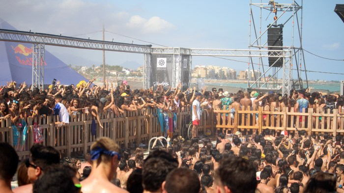 POOL STAGE ARENAL SOUND X WAG1MAG