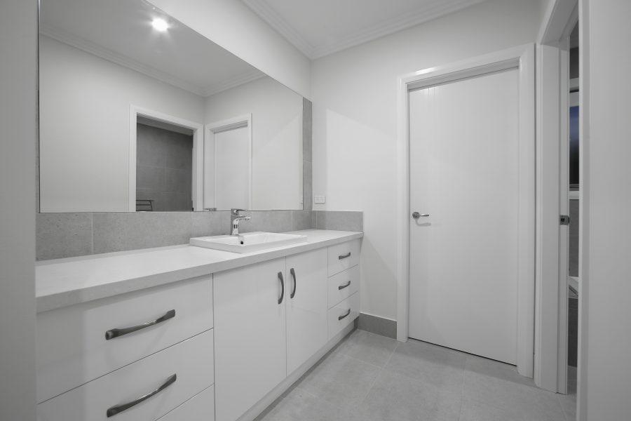 Hollows House Bathroom 3