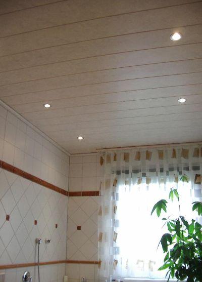 Decke im Badezimmer mit Einbaustrahler  Bilder