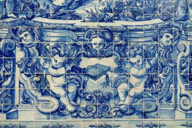 Niebiesko białe płytki azulejos