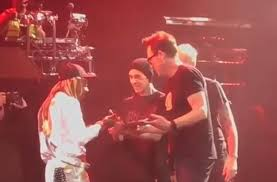 BLINK-182 GIFT LIL WAYNE WEED ONSTAGE FOR HIS 37TH BIRTHDAY