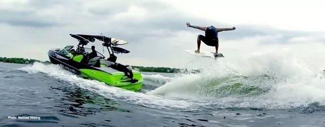 活动 | 豪华冲浪艇空降,市中心里也能~浪~!