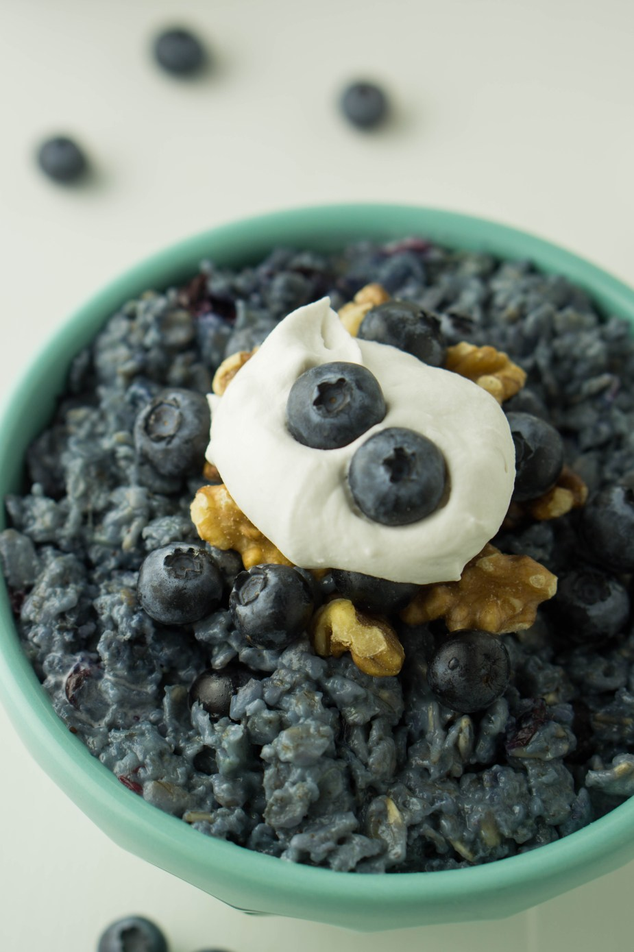 Healthy BLUEBERRY PIE Oatmeal | VEGAN, sugar-free, filling | #healthy #blueberry #oatmeal #porridge | www,wakeuptowaffles.com