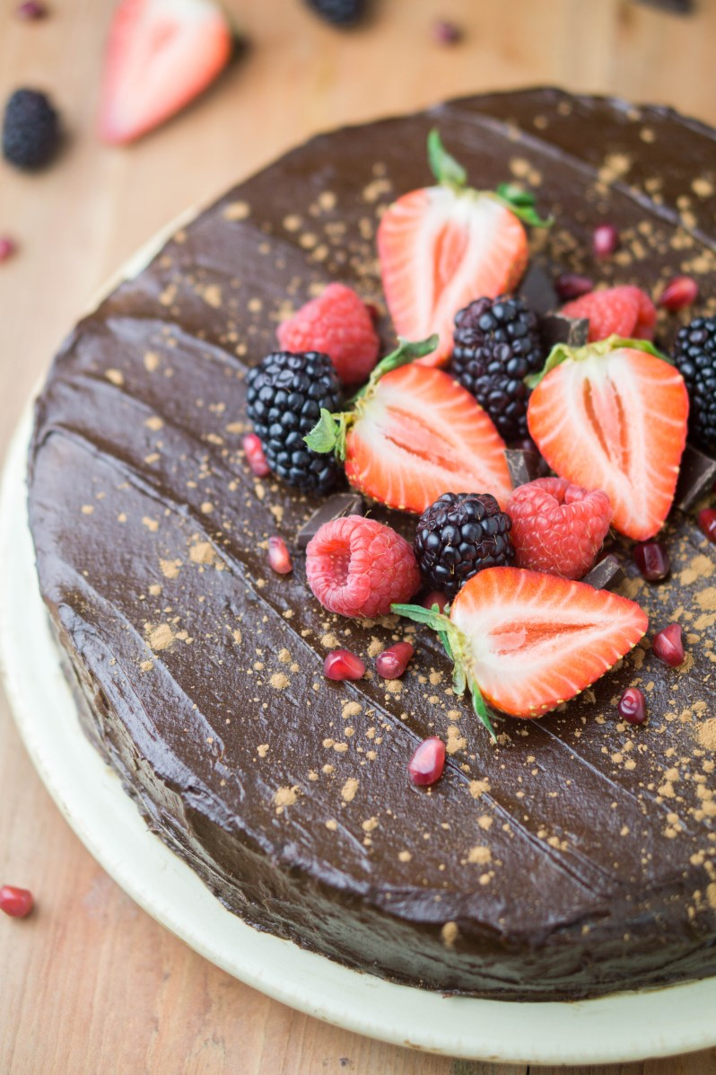 HEALTHY Flourless Chocolate Cake! incredibly rich and decadent cake with super sweet frosting made with dates and avocado | #sugarfree #flourless #healthy #chocolatecake #recipe | www.wakeuptowaffles.com
