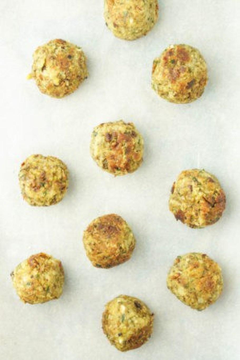 Vegetarian Lentil Mushroom Meatballs! #healthy #vegetarian #meatballs #feta #recipe - www.wakeuptowaffles.com