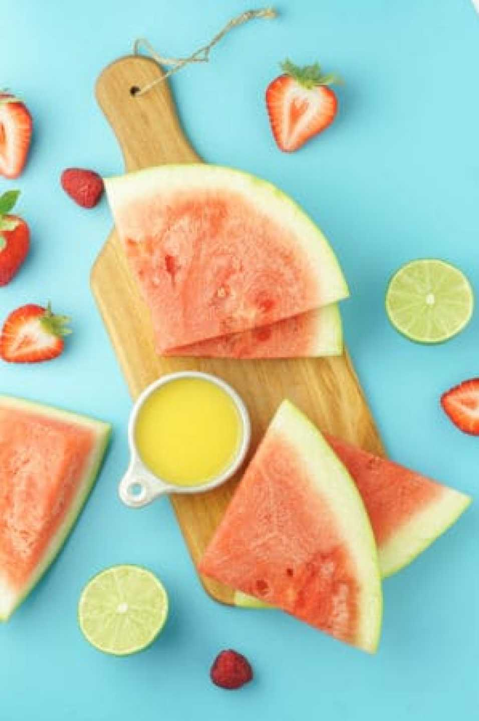 Watermelon Lime Smoothie! #healthy #watermelon #lime #smoothie #vegan #recipe | www.wakeuptowaffles.com