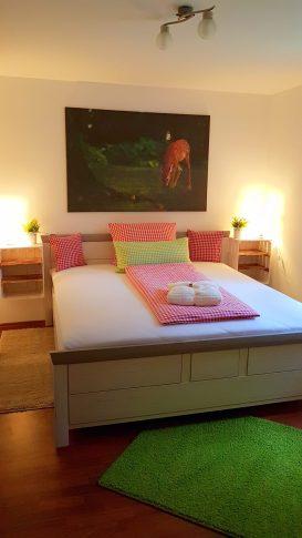 Schlafzimmer 1 von 2 Ferienhaus Sacherl Wald Kobel