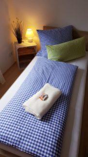 Schlafzimmer 1 von 3 Ferienhaus Sacherl Wald Kobel