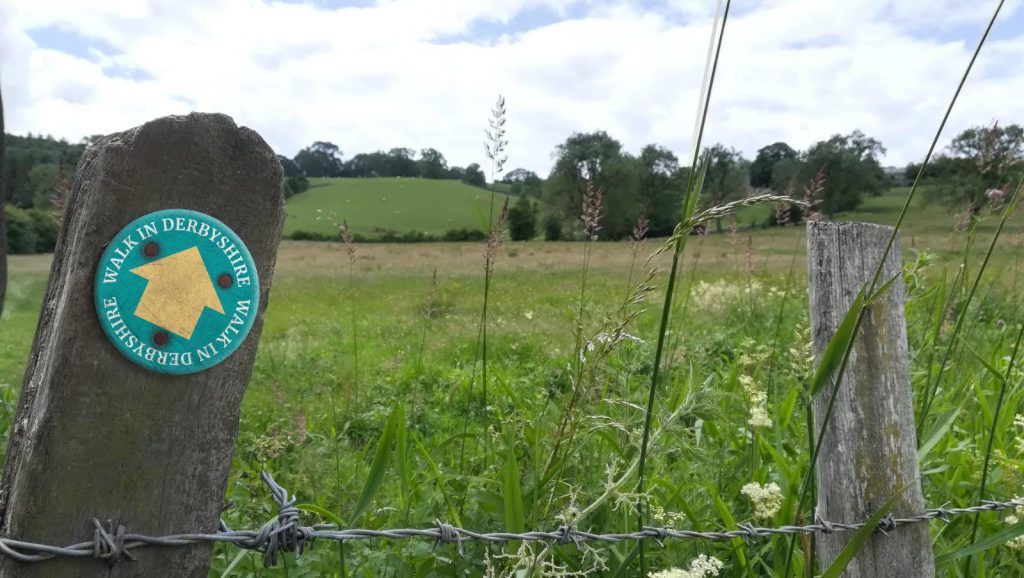 Walk In Derbyshire fingerpost