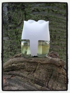Yorkshire Dales White Roses and Pink Sweet PeaAir Wick Electrical Plug Diffuser