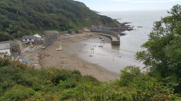 Walks And Walking - Par Sands Walk In Cornwall - Polkerris