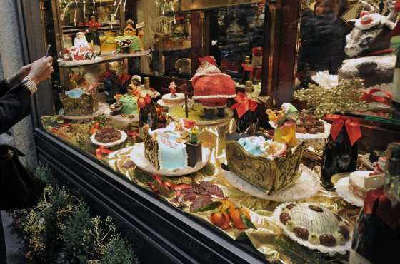 At Christmas, Milan's window displays are even more stunning!