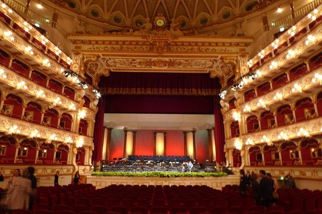 Teatro Petruzzelli (Wikicommons: vob85)