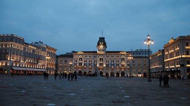 The Piazza Unità d'Italia at night | Photo by Leandro Neumann Ciuffo