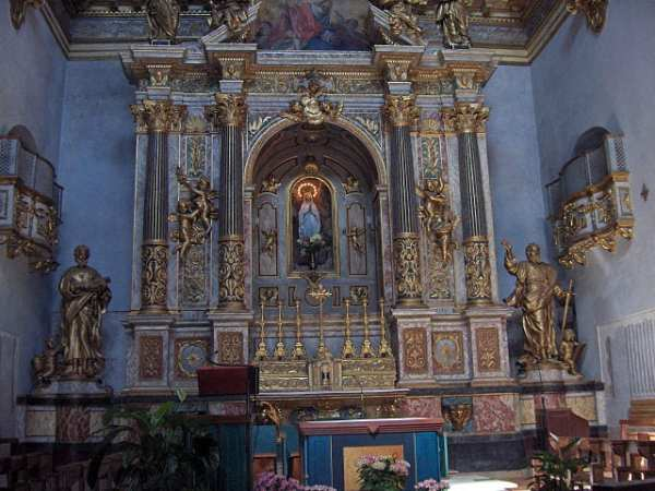 Baroque altar in the church of Santa Maria sopra Minerva (former temple of Minerva). Photo by Georges Jansoone