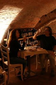 Tasting Italian Wines during painting workshops in Tuscany
